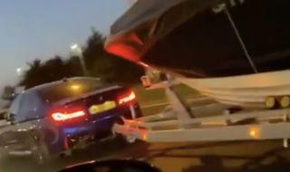 Golf GTI се пробва срещу BMW M5 теглещо лодка (ВИДЕО)