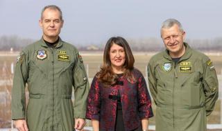 Американският посланик посети българска авиобаза