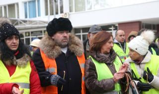 Перничани излязоха на протест в София, искат си водата
