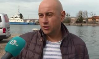 Доброволец почисти дъното на рибарското пристанище в Созопол