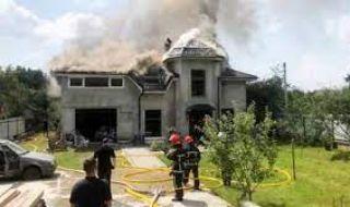Пълен ужас: Самолет падна върху дома на хандбалистка, има четирима загинали - 1