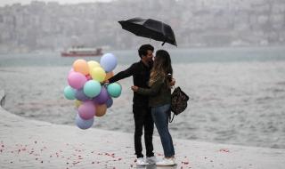 Пороен дъжд удави Истанбул (ВИДЕО)