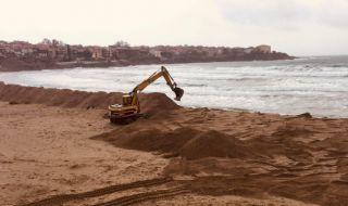 Созопол се вдигна на протест срещу разкопаването на плажа (ВИДЕО)