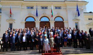 ГЕРБ и ИТН бойкотираха общата снимка пред парламента - 1