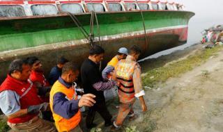 Трагедия в реката! Най-малко 15 души са загинали при потъване на ферибот в Бангладеш