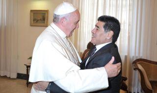 Папата споменал Диего Марадона в молитвите си
