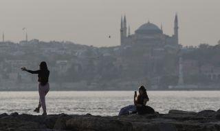 Турция планира постепенно връщане към нормалния живот