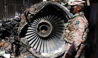Ето каква е причината за самолетната катастрофа в Пакистан (ВИДЕО)