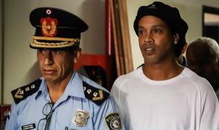 Роналдиньо може да остане още 5 месеца в затвора без присъда
