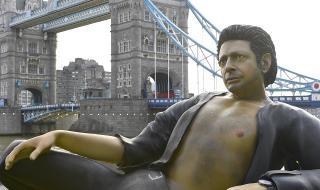 Гигантски Джеф Голдблум в сърцето на Лондон