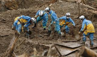 Поройни дъждове убиха най-малко 72-ма човека в Япония