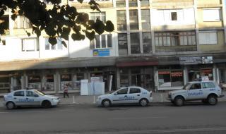 Криминално проявен се барикадира в дома си в София