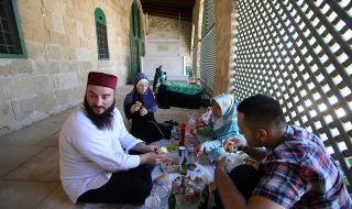 Мюсюлманите започнаха Рамазана на фона на скока от коронавирусни инфекции