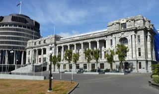 Мъж нападна с брадва парламента на Нова Зеландия