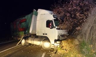 Катастрофа между два тежкотоварни камиона в Русенско, единият водач - пиян
