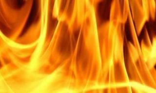 Мъж подпали жена си, докато спи