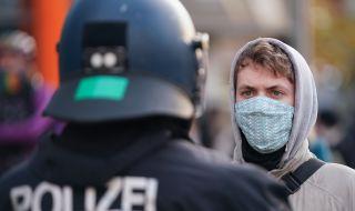 Коронавирус в Германия: ваксини още през декември и удължаване на мерките?