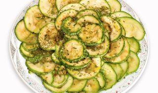 Рецепта за вечеря: Мариновани тиквички със свежи подправки