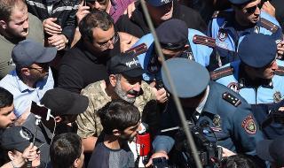 Над 100 задържани на опозиционен протест в Армения