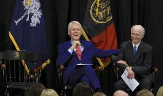 Бил Клинтън го удари на изкуство