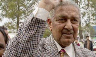 Почина бащата на пакистанската ядрена програма