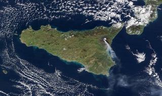 Вулканът Етна се събуди и разтревожи Италия (ВИДЕО)