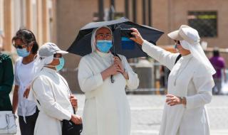 Папата: Не сме победили вируса, не бързайте