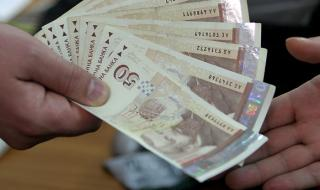 В разгара на протестите Бойко Борисов вдигна с 30% заплатите на чиновниците