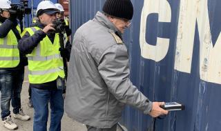 Няма радиоактивен или токсичен боклук от Италия на порт Бургас СНИМКИ