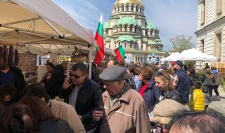 Фермерски пазар събра хиляди в центъра на София