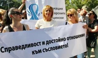 Манолова: Налага се да вършим работата на здравния министър
