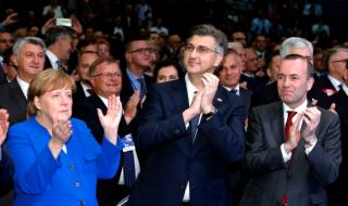 Меркел готви промени в правителството