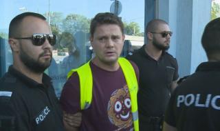 Напрежение на протеста: Полицията арестува Петър Кърджилов