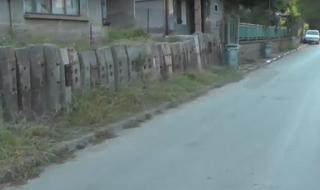 Шофьор блъсна 3-годишно дете на тротоар пред дома му и избяга