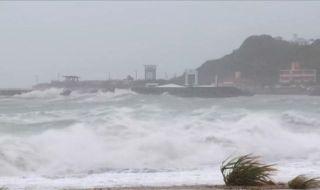 Мощен тайфун удари Токио! Обърка програмата на Олимпийските игри