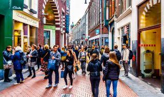 Великобритания и Нидерландия оставят пандемията зад гърба си?
