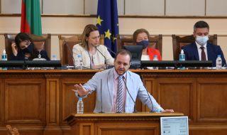 Борислав Сандов: Проектът на Василев и Петков трябва да ползва регистрирани партии
