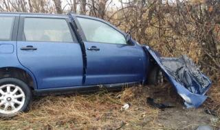 Кола се обърна в канавка на пътя София – Перник