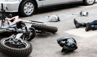 Мотоциклетист в болница след гонка с полицията