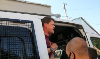 Петър Кърджилов: Полицаи ме ритаха в корема