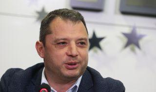Делян Добрев е в болница с COVID-19