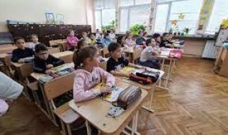 Учениците от 5 до 11 клас се връщат в училище - 1