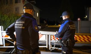 Полицаи и жандармеристи са по улиците на Франция