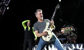 Уникални китари на Еди Ван Хален отиват на търг