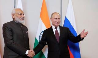 Владимир Путин разговаря с премиера на Индия