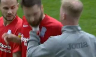 Започна разследване срещу треньора, хванал за гърлото футболист на Бирмингам