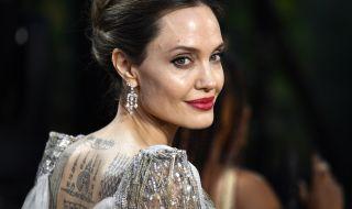 Анджелина Джоли продаде картина на Чърчил - подарък от Брад, за 11,6 млн. (СНИМКА)