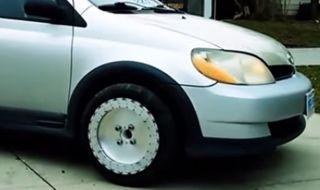 Как да карате настрани, без да въртите волана (ВИДЕО) - 1