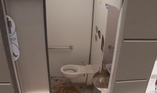 Тоалетни на цената на апартаменти в столична градинка не работят