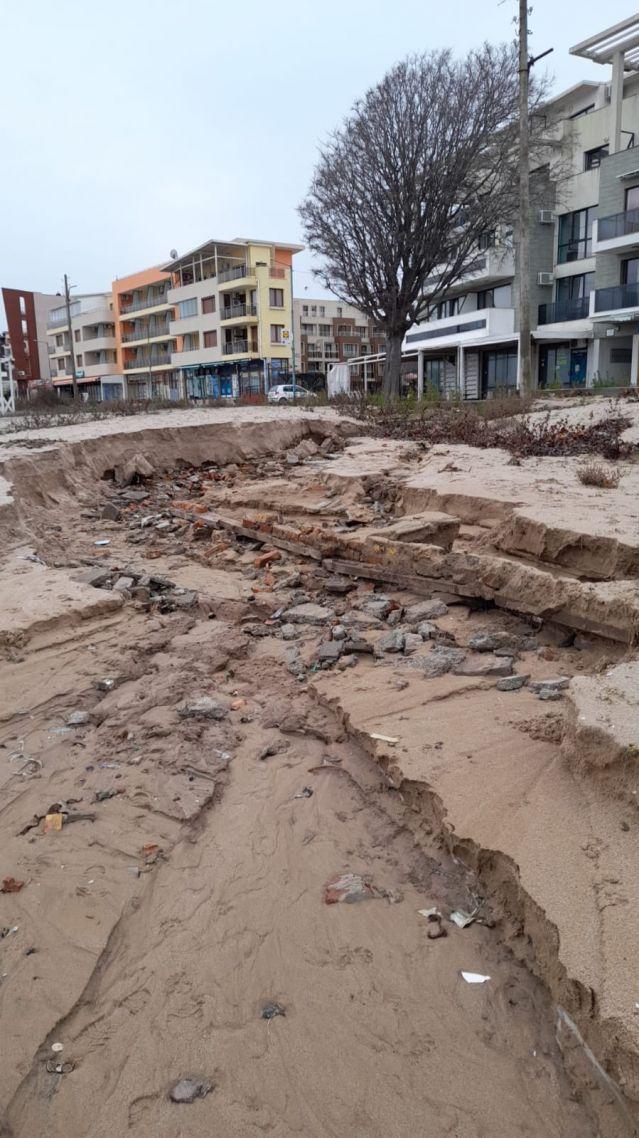 Проливните дъждове деформираха плажовете в Созопол и нанесоха сериозни щети (СНИМКИ) - 4